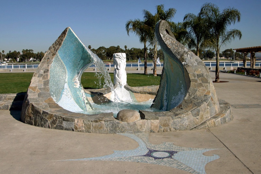 Sea Passage Fountain at Glorietta Bay. Photo by John Dick.