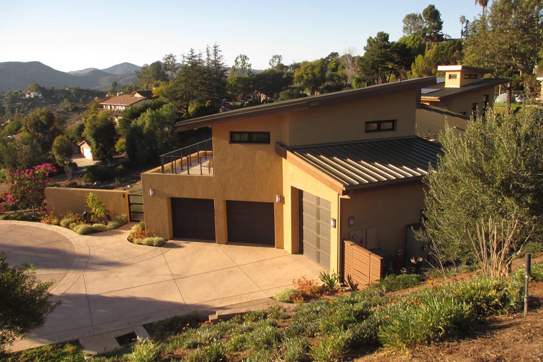 Photo of garage.