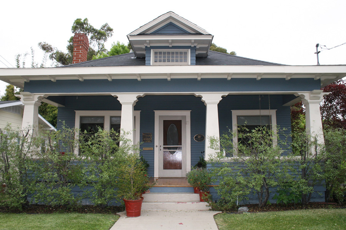 Front of historic home. Photo by Robert Bruni.