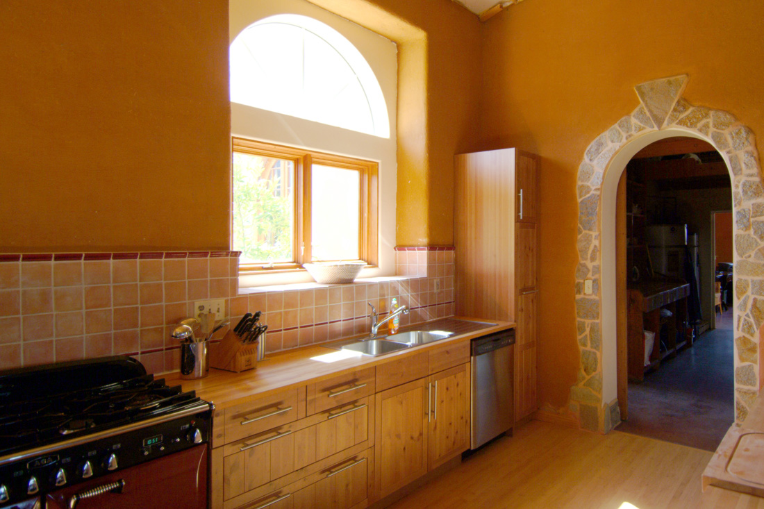 Kitchen with clay plaster walls.